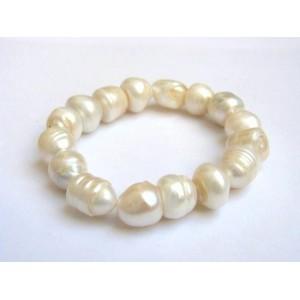 Bracelet perles de culture blanches.