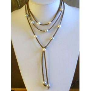 Collier  perles de cultures blanches ,grises et naturelles.