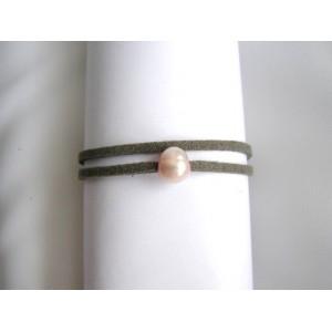 Bracelet 1 perle de culture bouton rose sur lien double gris