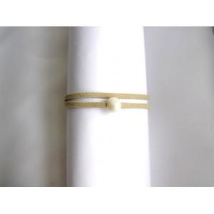 Bracelet lien double écru perle blanche .