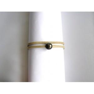 Bracelet lien double écru perle noire .